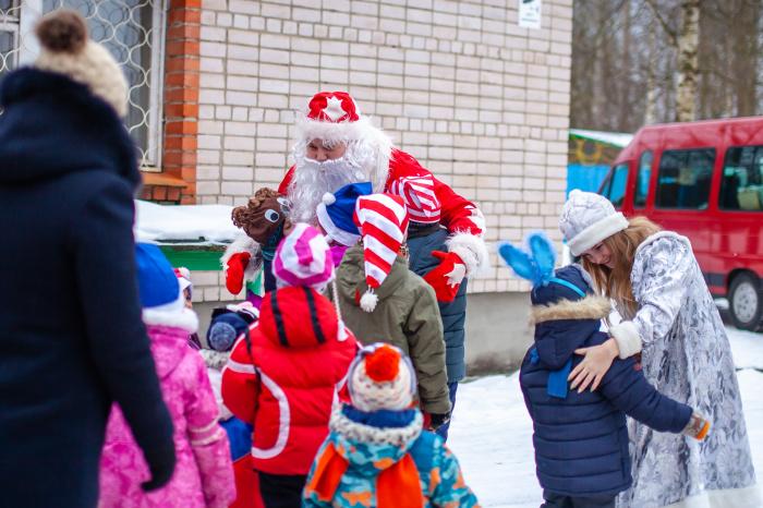 «Ёлка желаний» исполнила новогодние мечты воспитанников школы-интерната №5