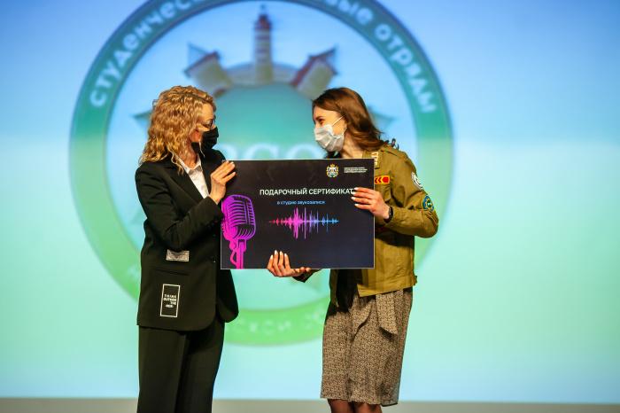 Новгородские студенческие отряды отметили свой профессиональный праздник творческим концертом