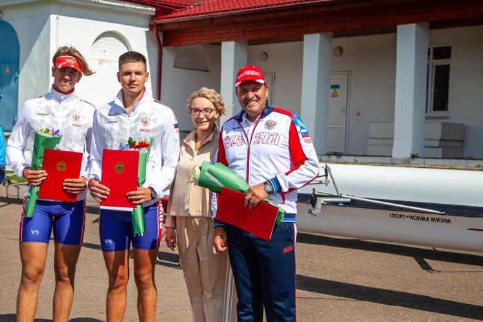 Елена Кирилова поздравила новгородских гребцов с успехом на первенстве мира